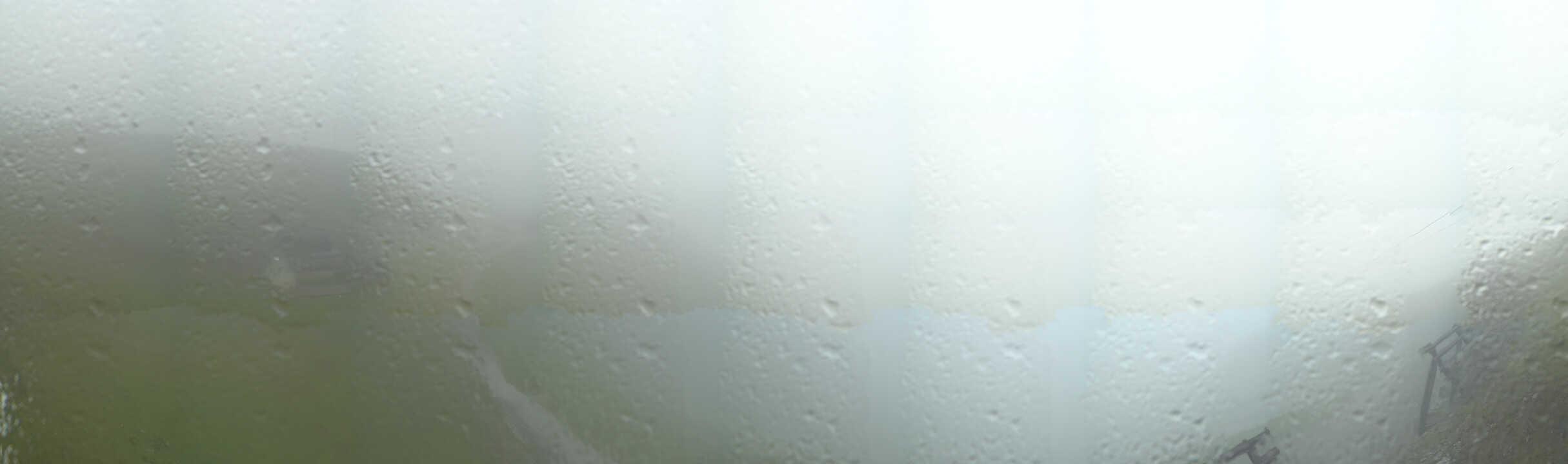 Blick auf das Resturant Seegrube 1905 m, Bergstation Seegrubenbahn und Talstation der Hafeleskarbahn (eine der steilsten Abfahrten Europas - 70°)