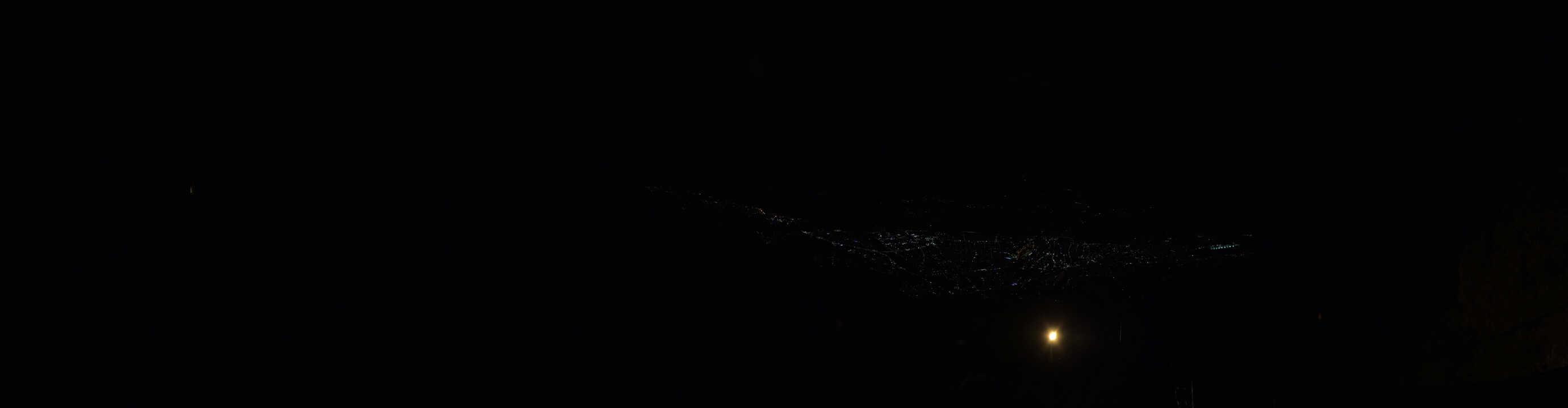 Panoramablick von der Bergstation der Hafelekar Bahn auf dei Hafelekarspitze (2334m) und das Inntal mit Innsbruck