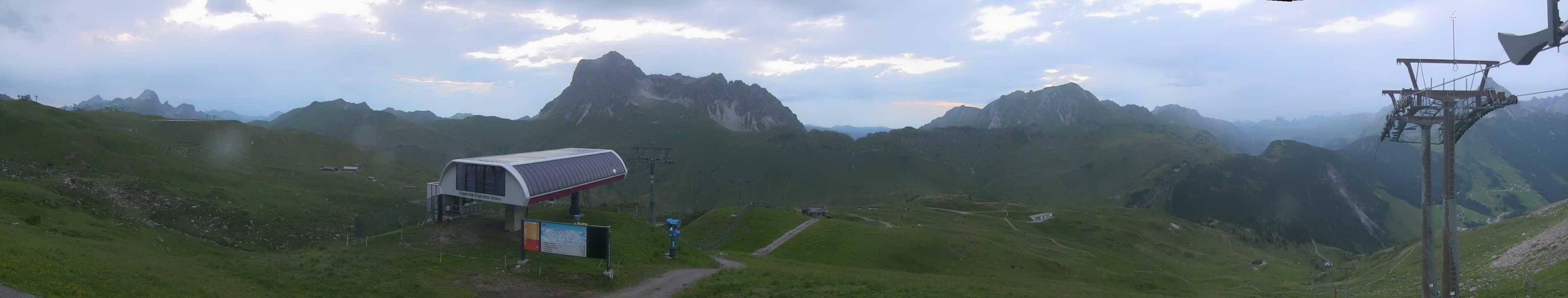 HD Panoramawebcam feratel Bergstation Wartherhorn Express, links die Bergstation Warterhonr, rechts die Bergstation Jägeralpe Express