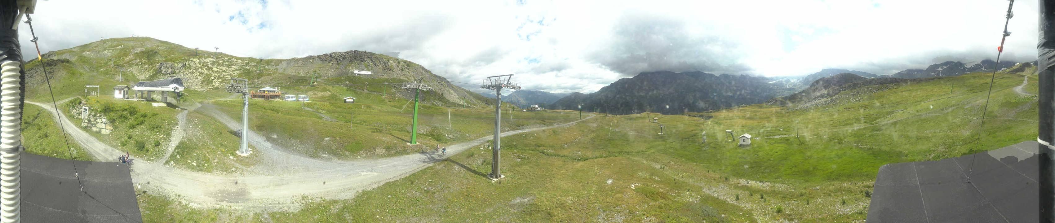 Empty La Thuile ski slopes